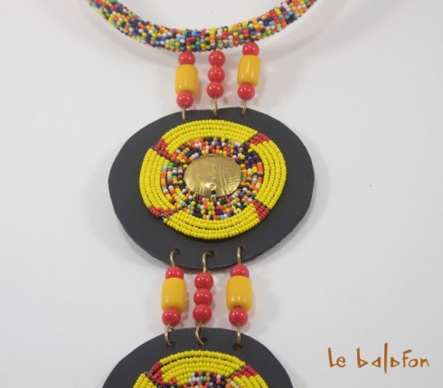 collier cravate africain